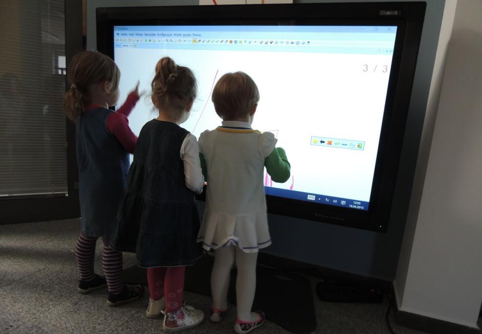Znalezione obrazy dla zapytania monitor interaktywny